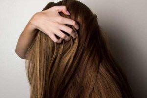 beneficios-y-usos-del-aceite-esencial-de-arbol-del-te-para-el-cabello