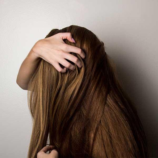 beneficios y usos del aceite esencial de arbol del te para el cabello